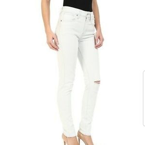 LEVI! HIGH RISE SKINNY JEANS!